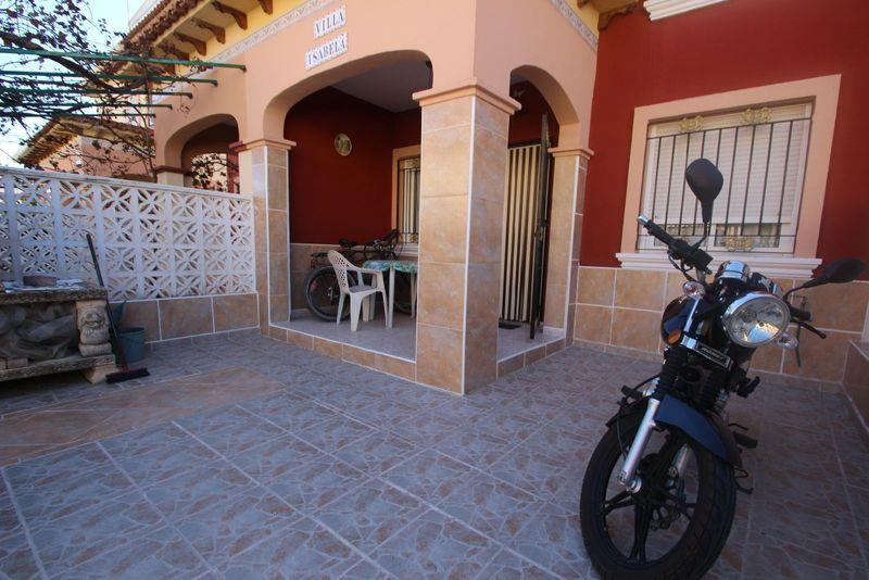 Adosado en venta  en Torrevieja, Alicante . Ref: 6099. Mayrasa Properties Costa Blanca