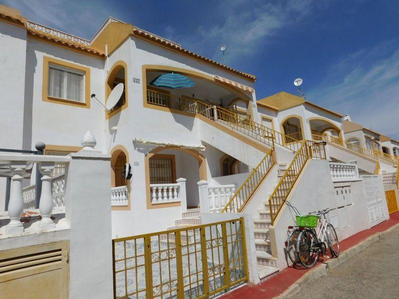 Bungalow Planta Alta en venta  en Torrevieja, Alicante . Ref: 6100. Mayrasa Properties Costa Blanca