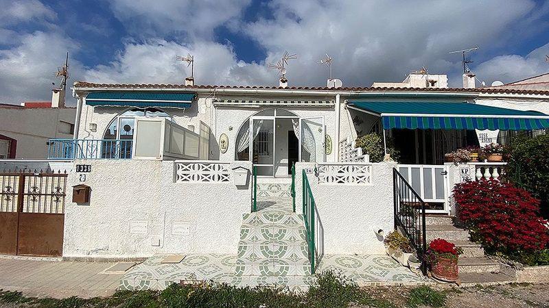 Adosado en venta  en Torrevieja, Alicante . Ref: 6104. Mayrasa Properties Costa Blanca