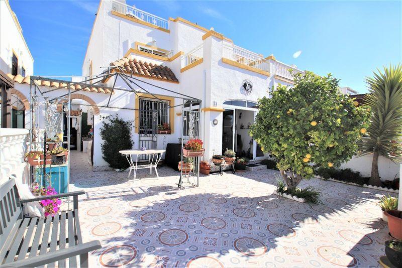 Chalet Pareado en venta  en Torrevieja, Alicante . Ref: 6120. Mayrasa Properties Costa Blanca