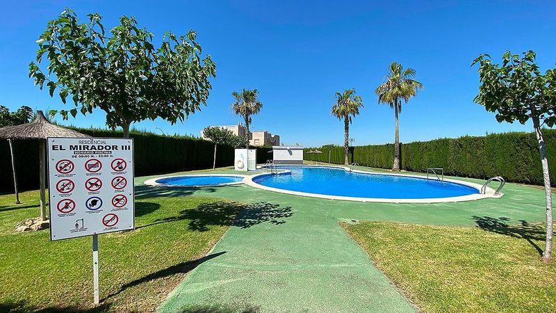 Bungalow Planta Alta en venta  en Torrevieja, Alicante . Ref: 6180. Mayrasa Properties Costa Blanca