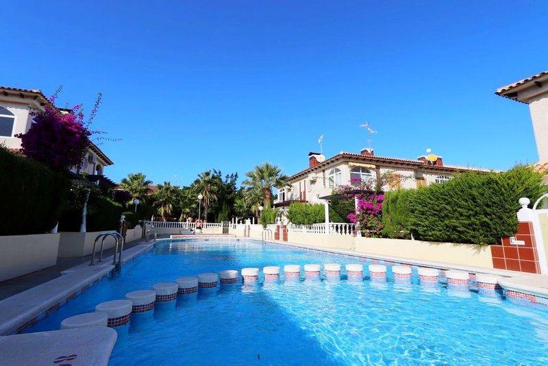 Bungalow Planta Alta en venta  en Torrevieja, Alicante . Ref: 6229. Mayrasa Properties Costa Blanca