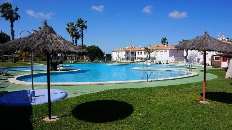 Bungalow Planta Baja en venta  en Torrevieja, Alicante . Ref: 6257. Mayrasa Properties Costa Blanca