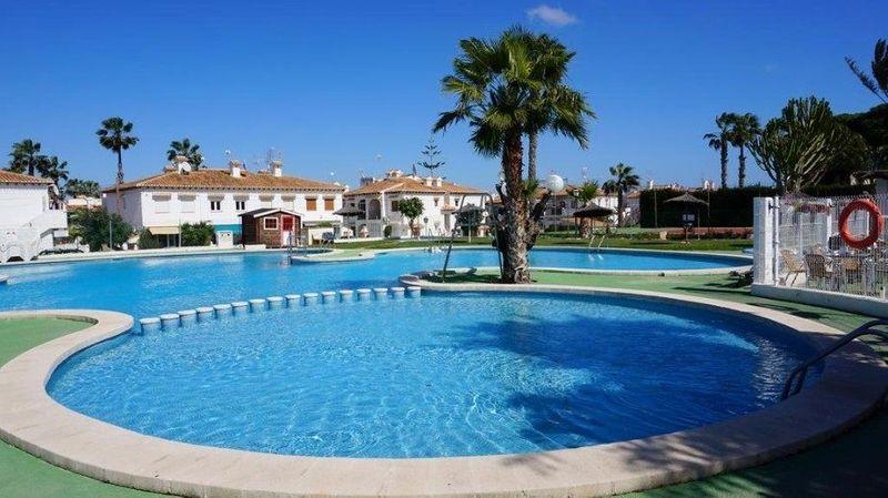 Bungalow Planta Alta en venta  en Torrevieja, Alicante . Ref: 6258. Mayrasa Properties Costa Blanca