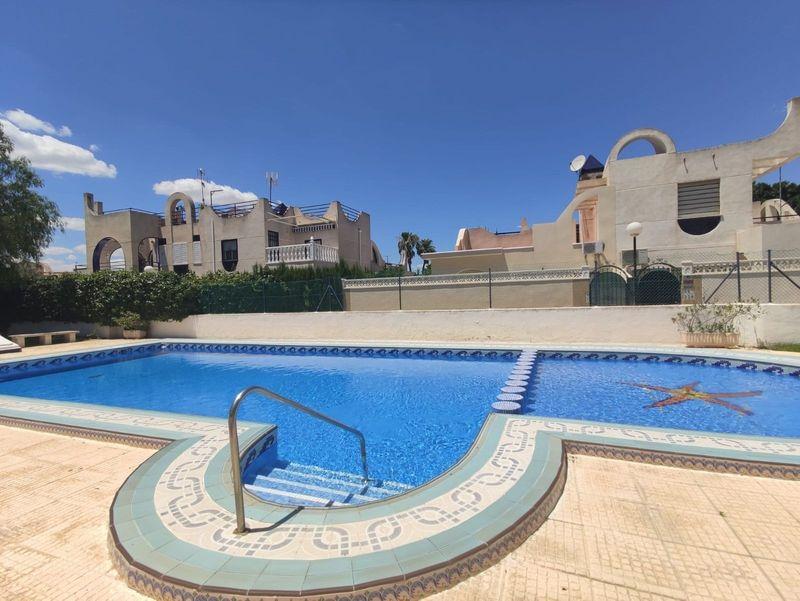 Chalet Pareado en venta  en Torrevieja, Alicante . Ref: 6261. Mayrasa Properties Costa Blanca
