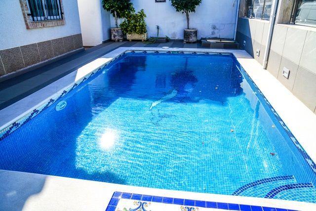 Chalet Independiente en venta  en Torrevieja, Alicante . Ref: 6296. Mayrasa Properties Costa Blanca