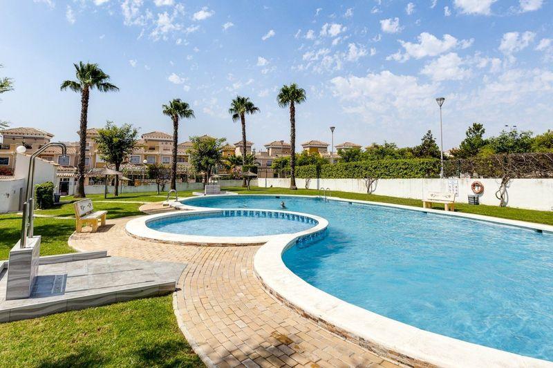 Adosado en venta  en Torrevieja, Alicante . Ref: 6363. Mayrasa Properties Costa Blanca