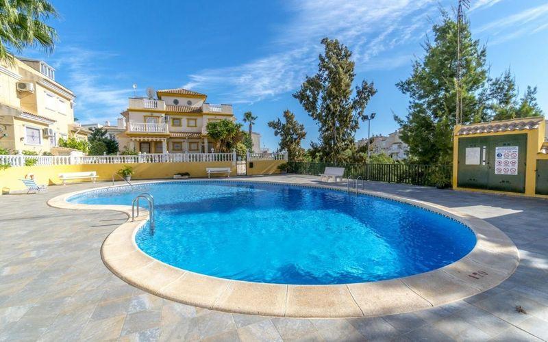 Chalet Pareado en venta  en Torrevieja, Alicante . Ref: 6380. Mayrasa Properties Costa Blanca