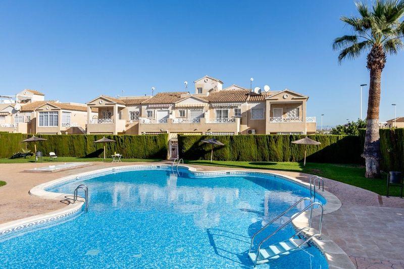 Bungalow Planta Baja en venta  en Torrevieja, Alicante . Ref: 6412. Mayrasa Properties Costa Blanca