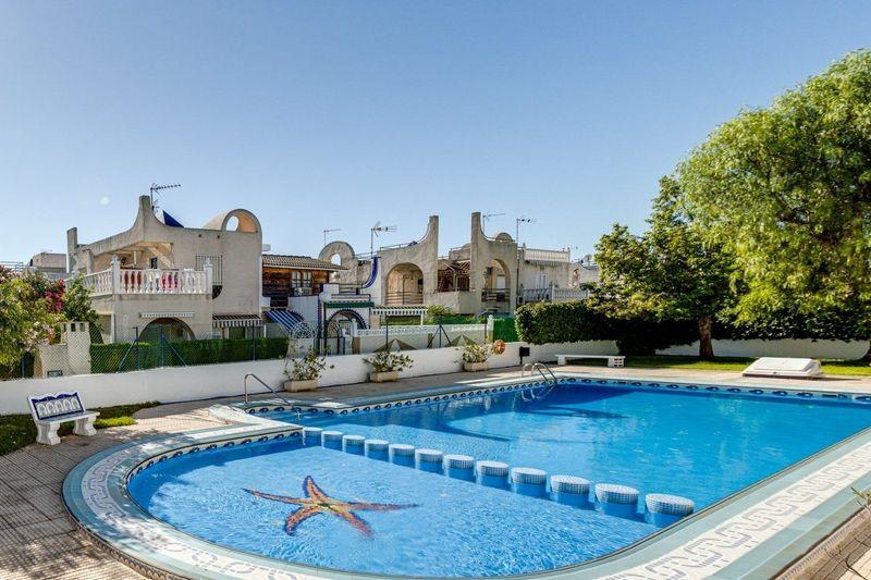 Chalet Pareado en venta  en Torrevieja, Alicante . Ref: 6414. Mayrasa Properties Costa Blanca