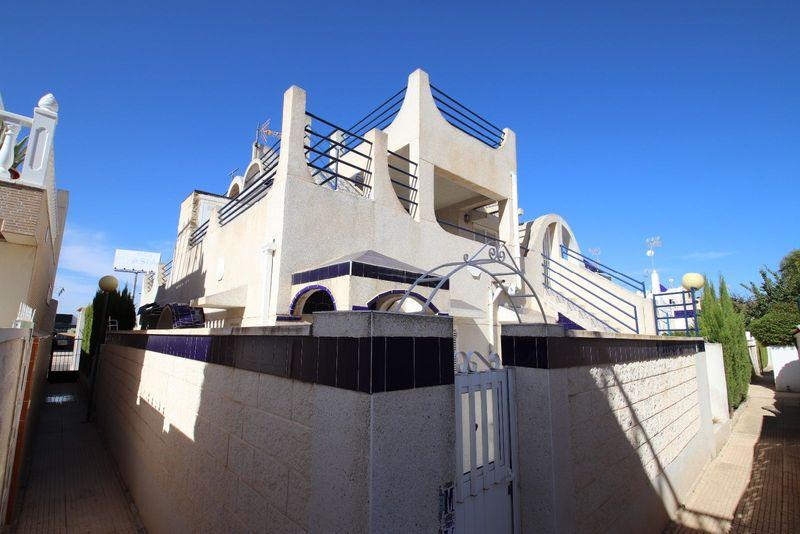 Chalet Pareado en venta  en Torrevieja, Alicante . Ref: 6424. Mayrasa Properties Costa Blanca
