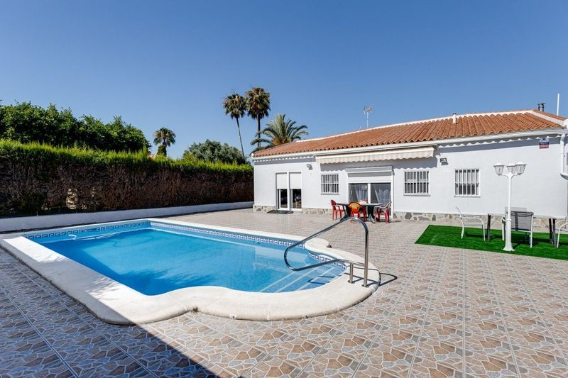 Chalet Independiente en venta  en Torrevieja, Alicante . Ref: 6450. Mayrasa Properties Costa Blanca