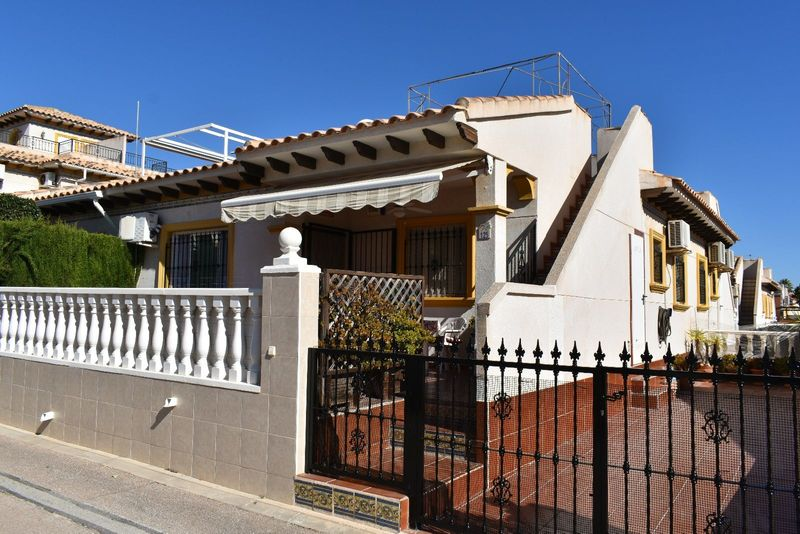 Chalet Pareado en venta  en Orihuela-Costa, Alicante . Ref: 6459. Mayrasa Properties Costa Blanca