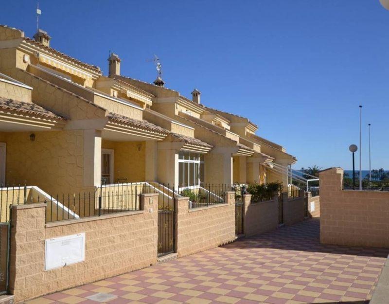 Adosado en venta  en Torrevieja, Alicante . Ref: 6475. Mayrasa Properties Costa Blanca