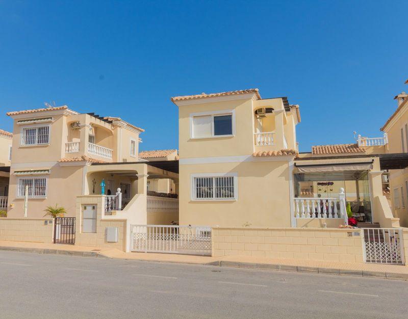 Chalet Independiente en venta  en Orihuela-Costa, Alicante . Ref: 6803. Mayrasa Properties Costa Blanca