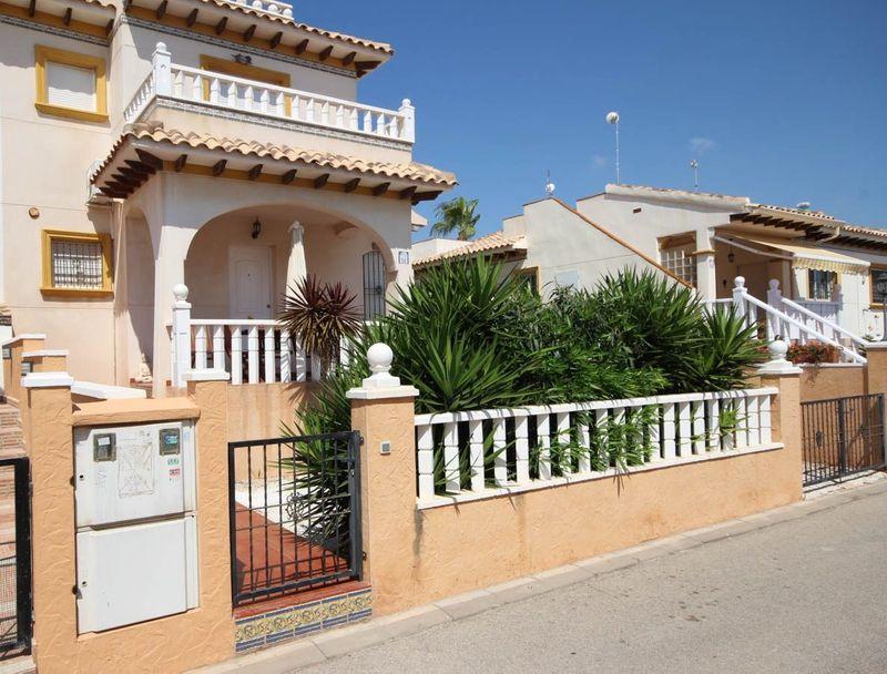 Chalet Pareado en venta  en Orihuela-Costa, Alicante . Ref: 6816. Mayrasa Properties Costa Blanca