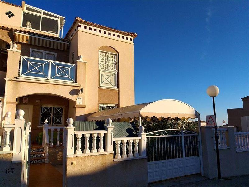 Bungalow Planta Baja en venta  en Torrevieja, Alicante . Ref: 6828. Mayrasa Properties Costa Blanca