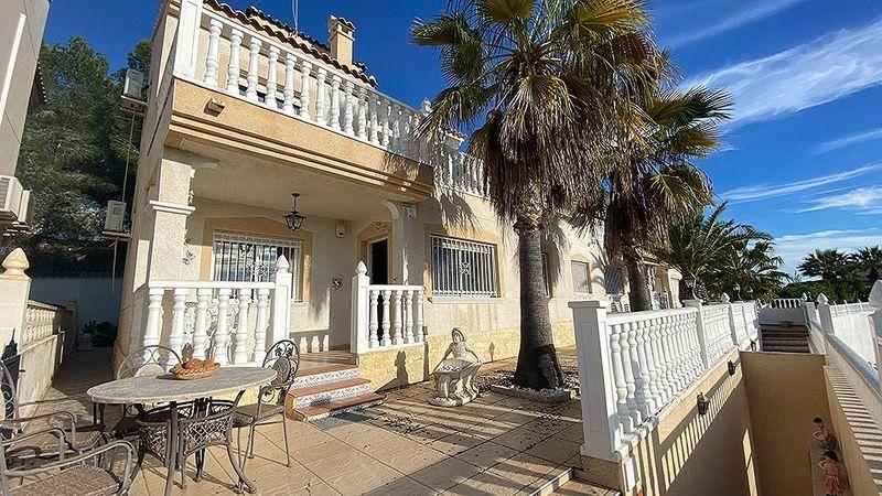 Chalet Independiente en venta  en Orihuela-Costa, Alicante . Ref: 6835. Mayrasa Properties Costa Blanca