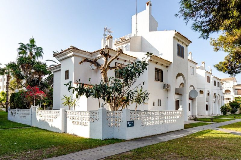 Adosado en venta  en Torrevieja, Alicante . Ref: 6877. Mayrasa Properties Costa Blanca