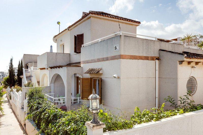 Chalet Pareado en venta  en Torrevieja, Alicante . Ref: 6885. Mayrasa Properties Costa Blanca
