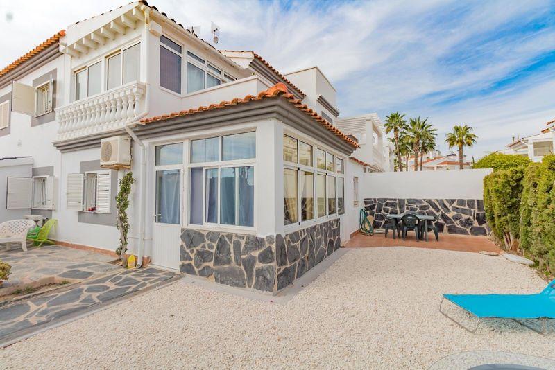Chalet Pareado en venta  en Orihuela-Costa, Alicante . Ref: 6888. Mayrasa Properties Costa Blanca