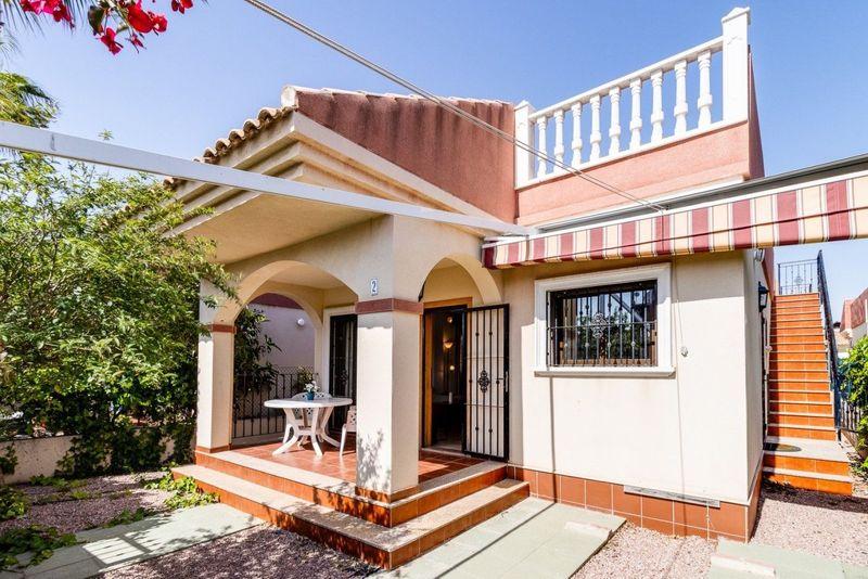 Chalet Independiente en venta  en Torrevieja, Alicante . Ref: 7136. Mayrasa Properties Costa Blanca
