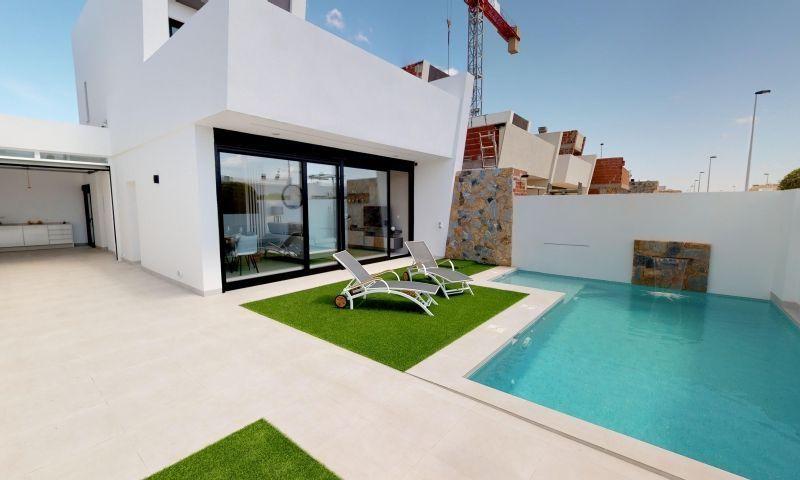 Chalet Independiente en venta  en San Pedro Del Pinatar, Murcia . Ref: 7207. Mayrasa Properties Costa Blanca