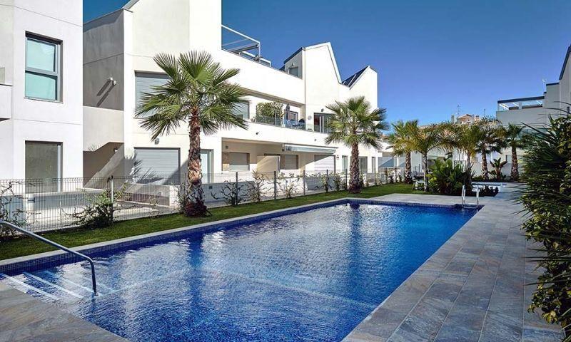 Chalet Independiente en venta  en Torrevieja, Alicante . Ref: 7228. Mayrasa Properties Costa Blanca