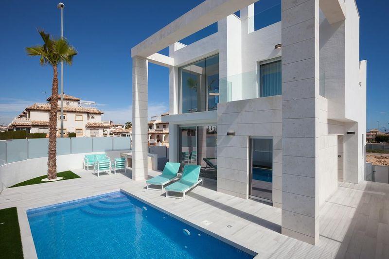 Chalet Independiente en venta  en Orihuela-Costa, Alicante . Ref: 7484. Mayrasa Properties Costa Blanca