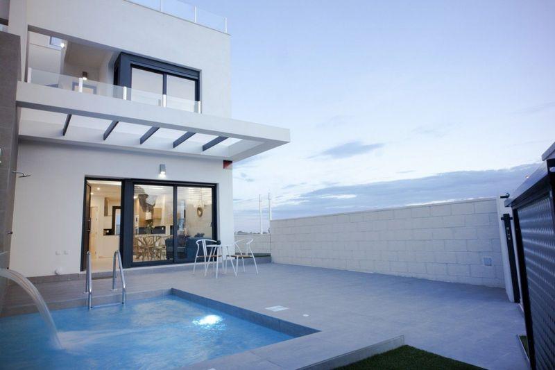 Chalet Independiente en venta  en Orihuela-Costa, Alicante . Ref: 7681. Mayrasa Properties Costa Blanca