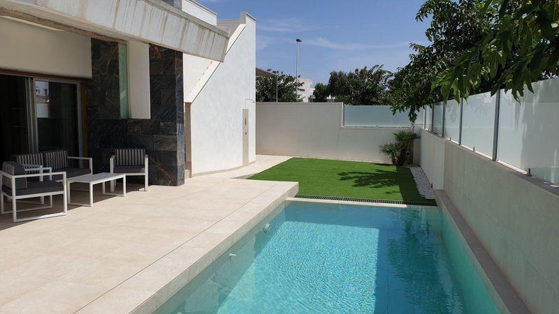 Chalet Independiente en venta  en San Pedro Del Pinatar, Murcia . Ref: 7723. Mayrasa Properties Costa Blanca