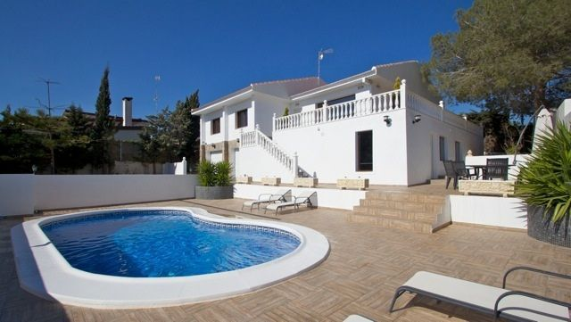 Chalet Independiente en venta  en Torrevieja, Alicante . Ref: 8189. Mayrasa Properties Costa Blanca