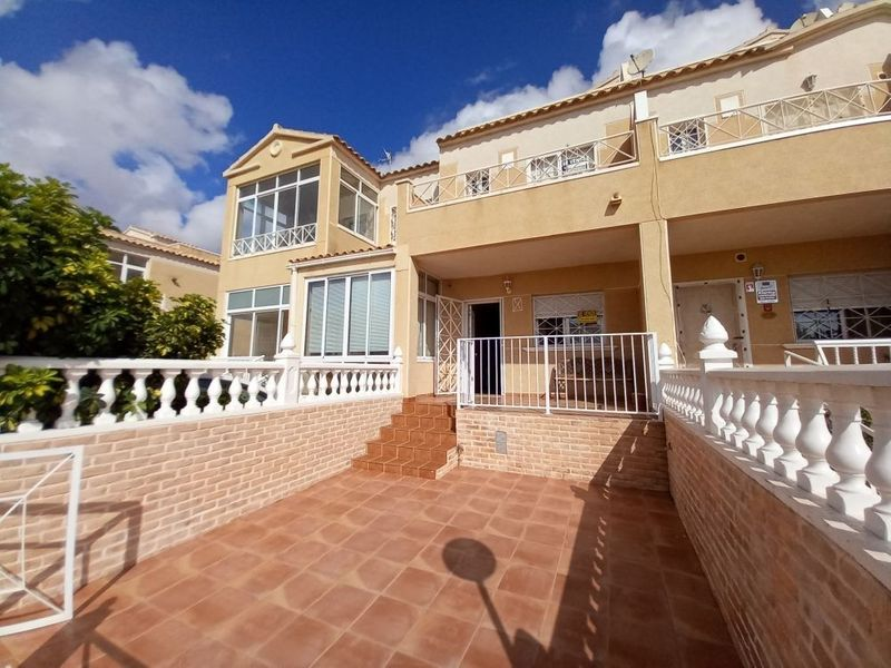 Adosado en venta  en Torrevieja, Alicante . Ref: 8292. Mayrasa Properties Costa Blanca