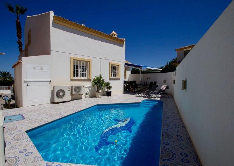 Chalet Independiente en venta  en Orihuela-Costa, Alicante . Ref: 8404. Mayrasa Properties Costa Blanca