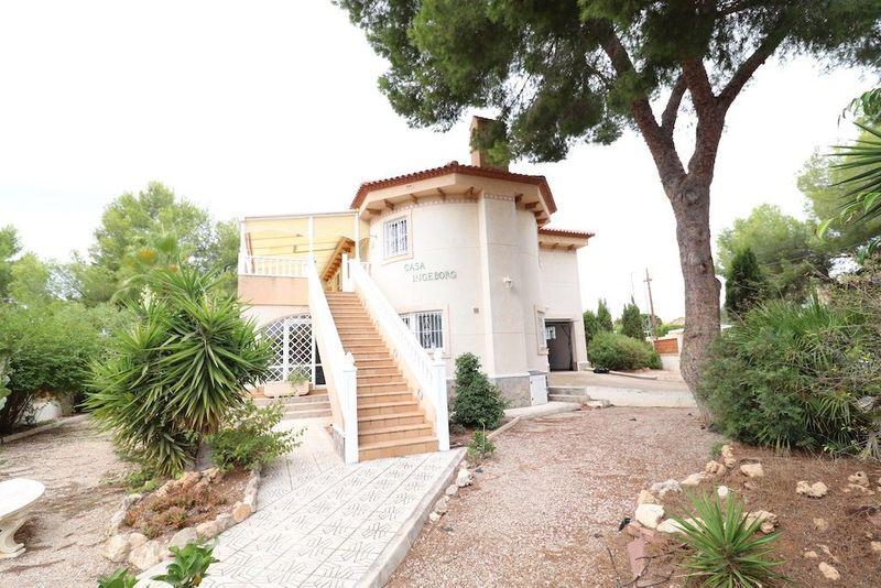 Chalet Independiente en venta  en Pilar De La Horadada, Alicante . Ref: 8610. Mayrasa Properties Costa Blanca