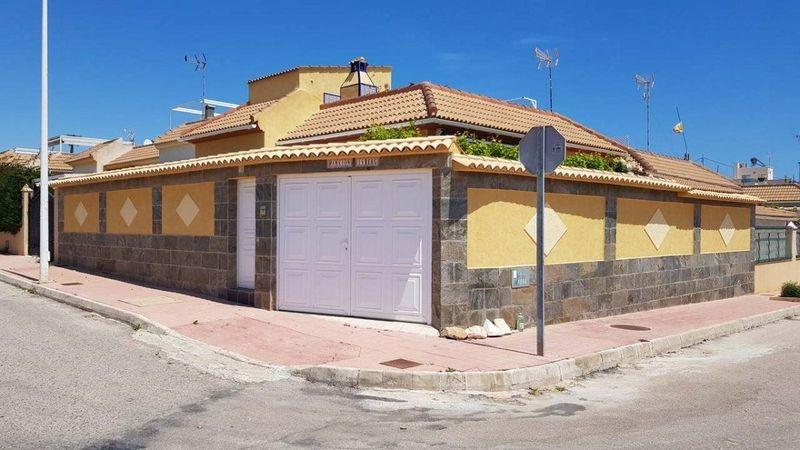 Chalet Independiente en venta  en Torrevieja, Alicante . Ref: 8622. Mayrasa Properties Costa Blanca