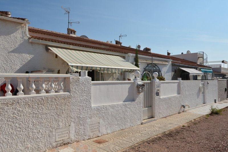 Adosado en venta  en Torrevieja, Alicante . Ref: 8634. Mayrasa Properties Costa Blanca