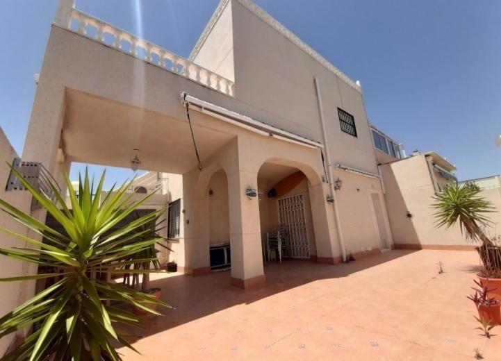 Adosado en venta  en Torrevieja, Alicante . Ref: 8692. Mayrasa Properties Costa Blanca